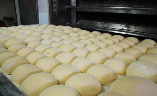 Young entrepreneur launches the export of Martim Longo cake to France